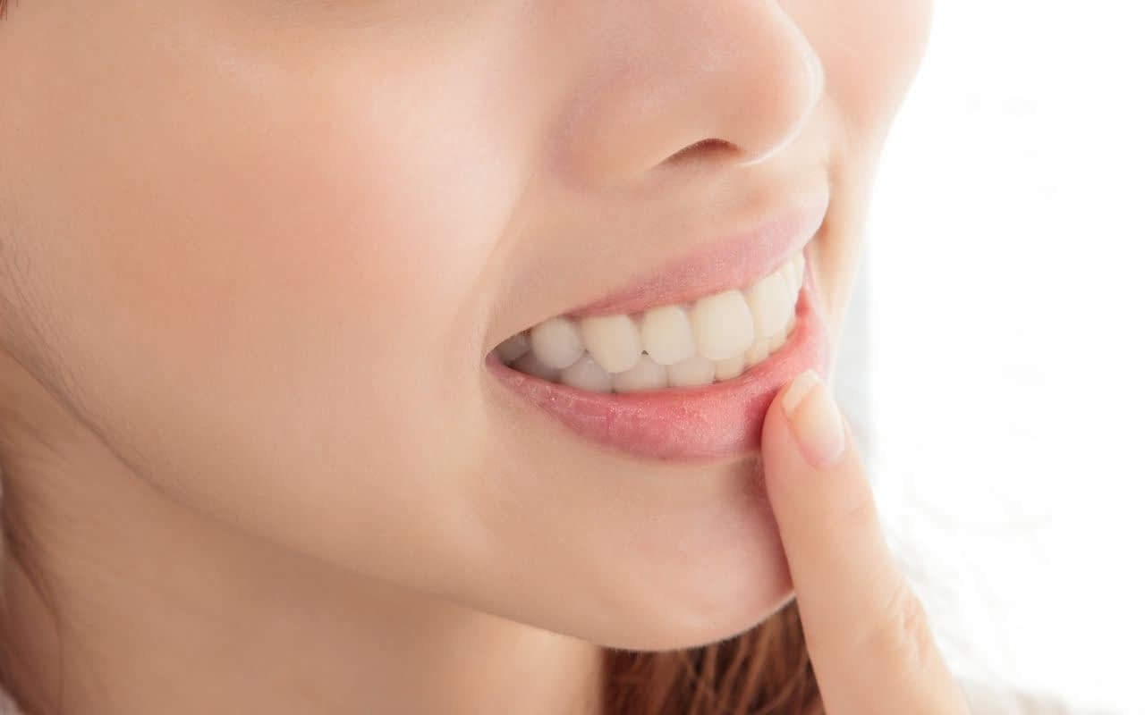 try-to-reposition-tooth-till-you-get-to-the-dentist-Li-Family-Dental