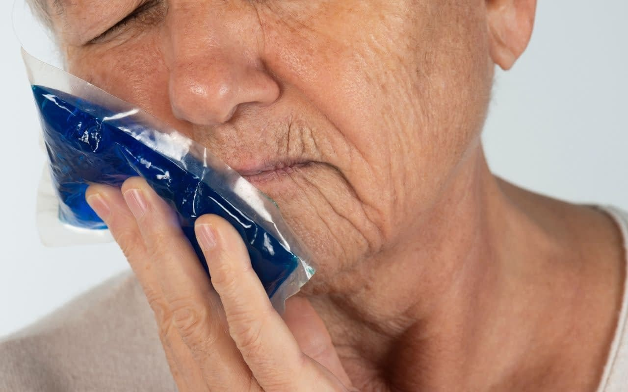 use-pressure-and-cold-compress-to-stop-bleeding-of-knocked-out-tooth-Li-Family-Dental