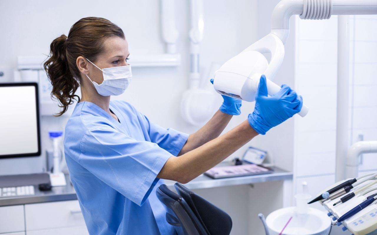 dental-assistant-Etobicoke-Dentist