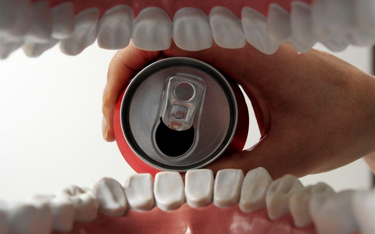soft-drinks-cause-loss-of-tooth-brightness-Li-Family-Dental