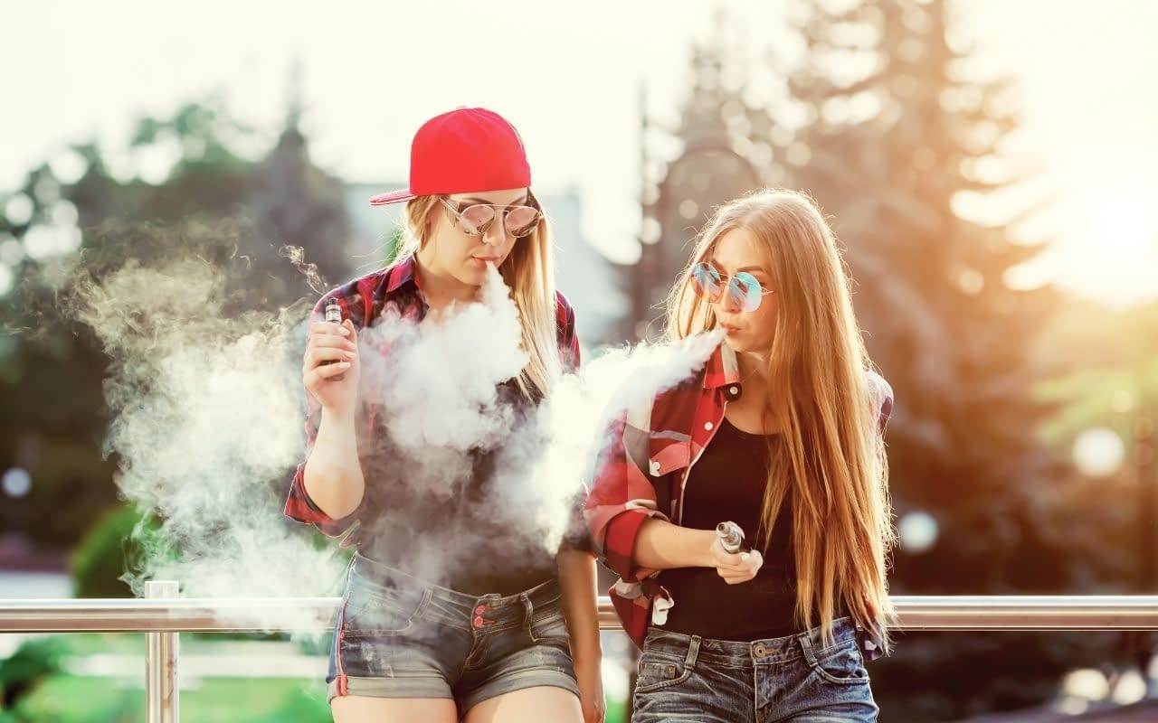 whos-vaping-in-Canada