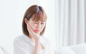 woman with sensitive teeth - how often should I brush my teeth
