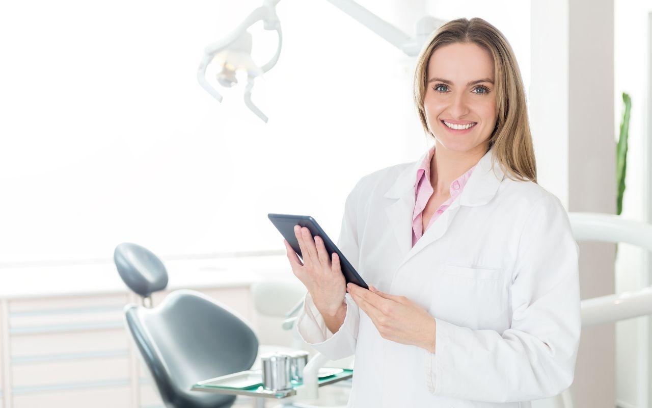 dental-office-manager-Etobicoke-Dentist