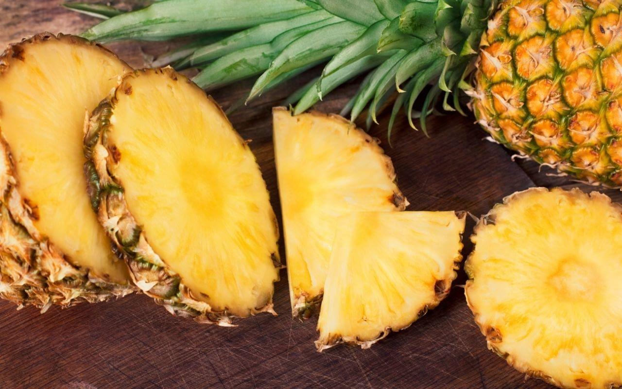 pineapple-helps-whiten-your-teeth-Etobicoke-Dentist