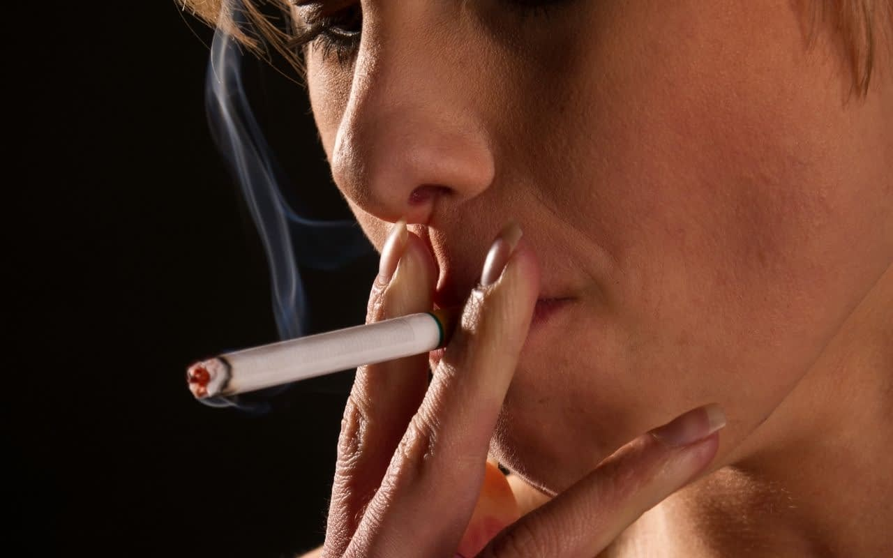 sucking-motion-of-smoking-after-tooth-extraction-leads-to-dry-socket