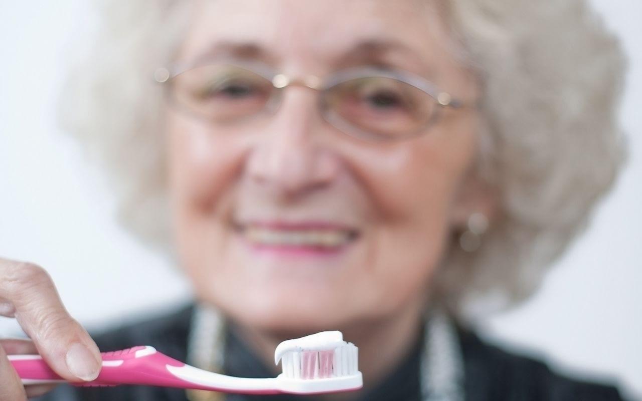 age-related-teeth-staining-teeth-yellowing-Etobicoke-Dentist